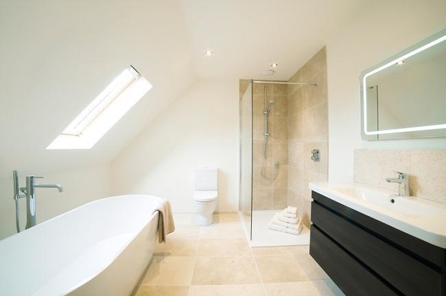 Große Badewanne, große Dusche: Tipps für das XXL-Bad