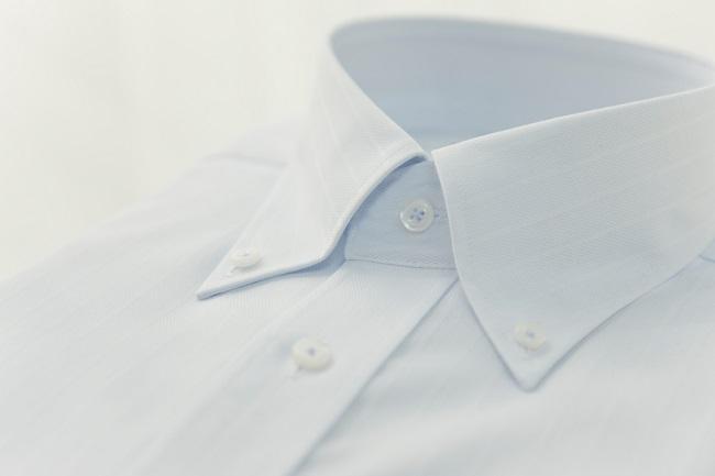 weißes hemd gelber kragen